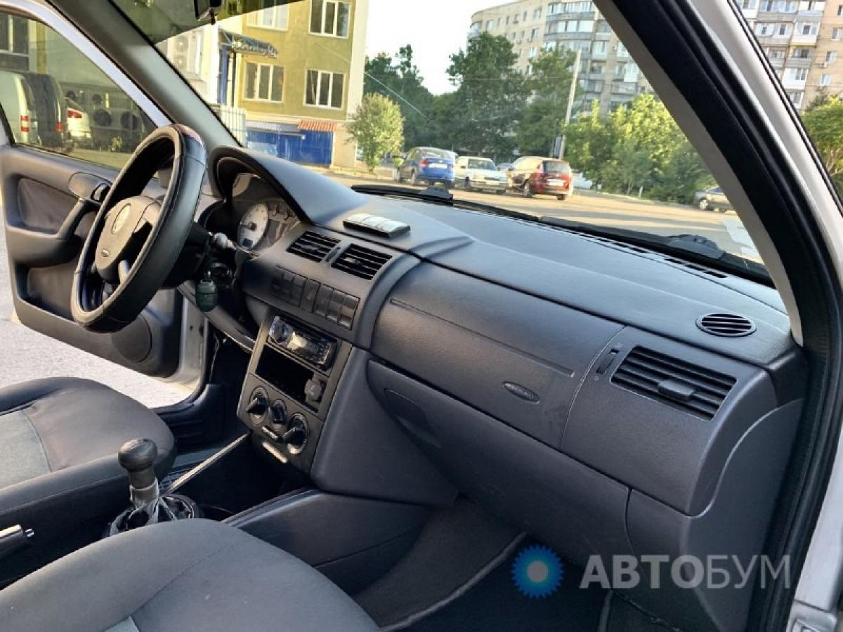Авто Volkswagen Pointer Бензин фото 2